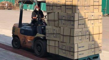 แกลลอรี่รูปภาพบริการขนส่งสินค้าโดยขนส่งสินค้าจากต้นทางกรุงเทพฯโดยรถบรรทุก10 ล้อพ่วง และกระจายสินค้าในตัวอำเภอแม่สอดโดยรถปิกอัพ ตามความต้องการของลูกค้า